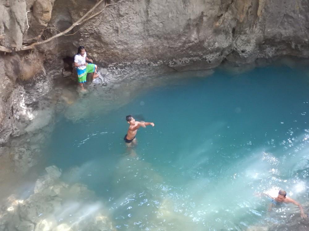 洞窟の前にあるプール。水温が冷たい
