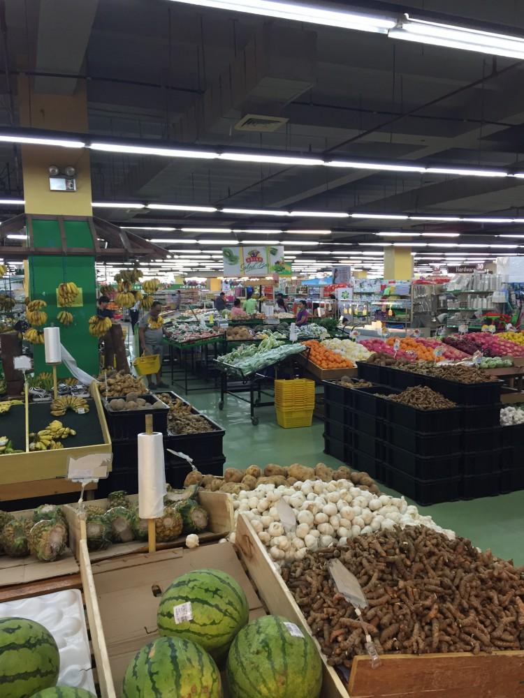 日本とは違う近くのスーパー